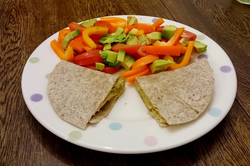 tortilla z hummusem