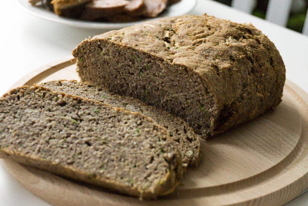 Chleb low carb z cukinii